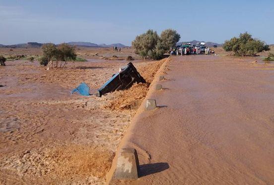 صور و فيديو/ السيول تجرف سيدةً بالريصاني و لفتيت يستنفر الولاة و العمال لمواجهة الفيضانات !