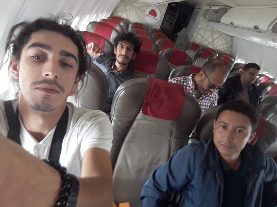 صورو فيديو / شبيبة فيدرالية اليسار تعتصم داخل طائرة 'لارام' بمطار البيضاء بعد تأخر رحلة لـ18 ساعة !
