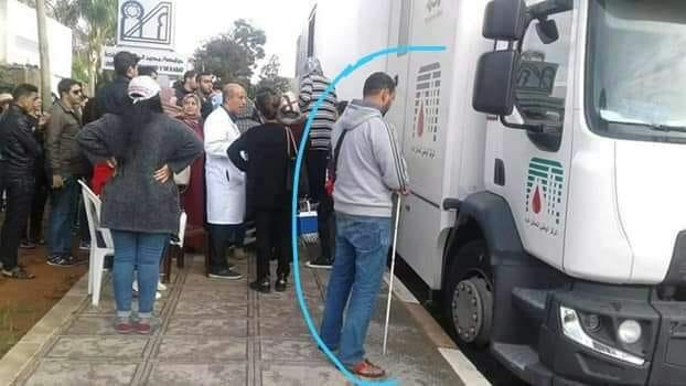 مُعطلون مكفوفون يحرجون 'الحقاوي' ويتبرعون بالدم لإنقاذ جرحى قطار بوقنادل