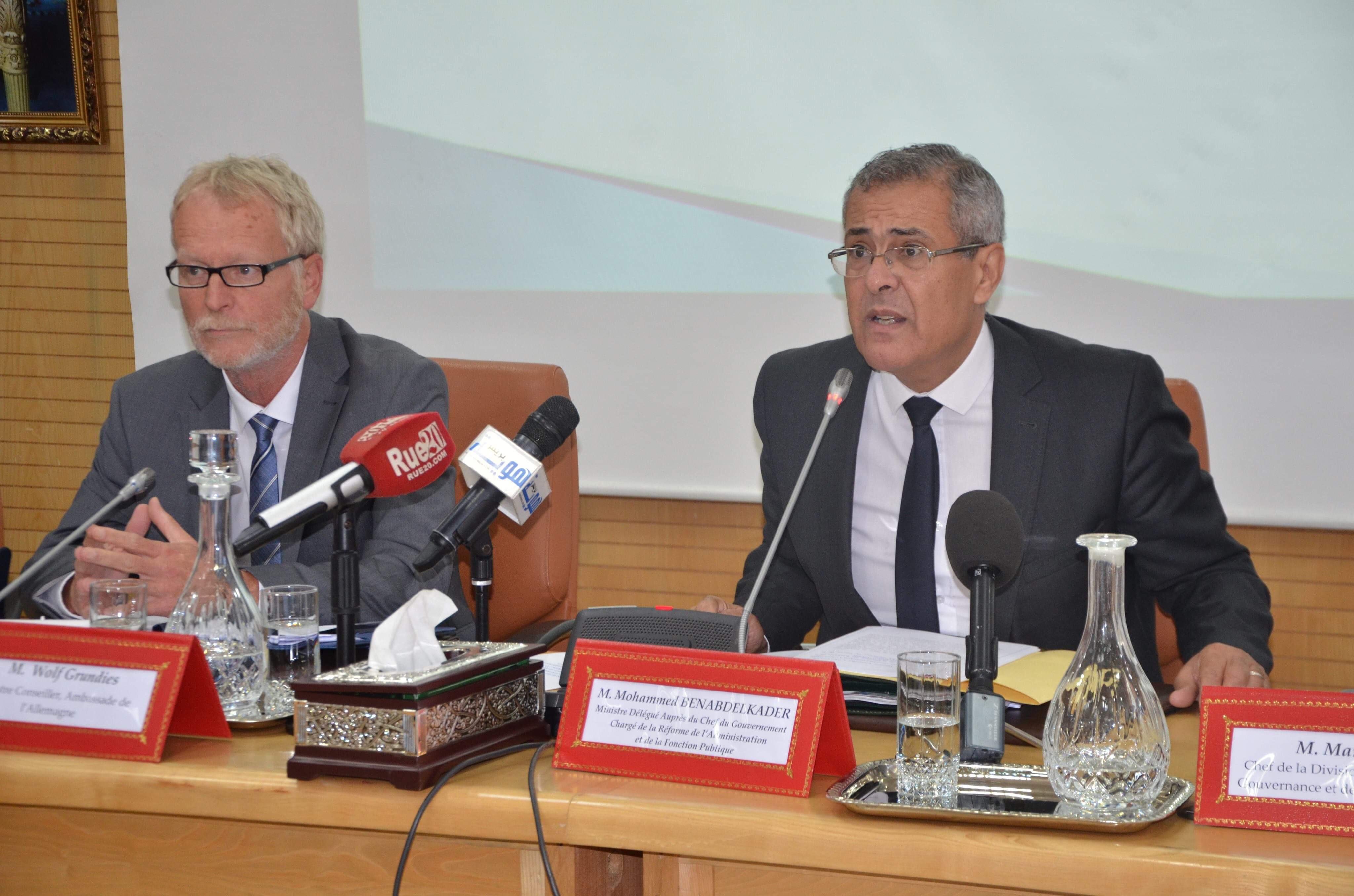وزير الوظيفة العمومية يوصي بإنفتاح القطاعات الحكومية وتطوير التواصل العمومي في الإدارة المغربية
