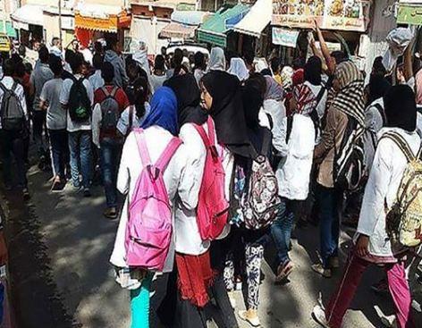 تفضيل 'بنت الباشا' على التلاميذ يُشعل احتجاجات عارمة بثانوية آيت باها !