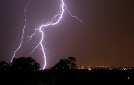 صور/ صاعقة رعدية تهدم منازل بالحسيمة و تقطع التيار الكهربائي !