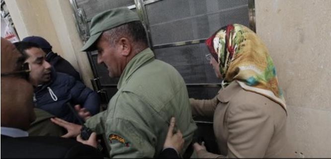 مصدر/ الحقاوي نقلت مكتبها هرباً من احتجاجات المكفوفين و العثماني يفكر جدياً في إعفائها !