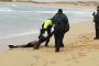 فيديو/الحرس الاسباني ينتشل جثث 18 مهاجراً مغربياً بشاطئ 'قادس'