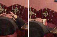 تسريب فيديو يُهاجم فيه العائلة الملكية..الصحبة المزيفة تُسقطُ المسرحي 'البشير السكيرج'