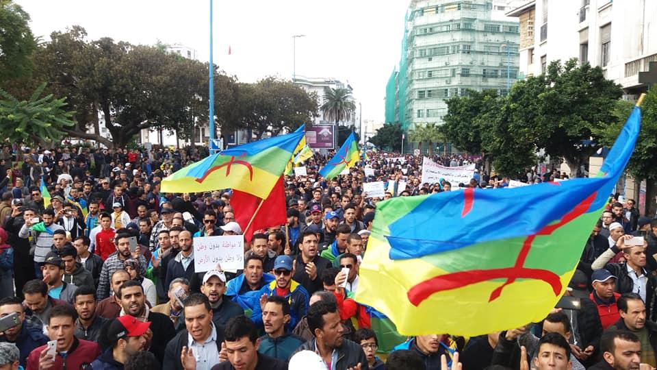 سواسة ينزلون بالآلاف للإحتجاج بالدار البيضاء على 'جبروت الرعاة' و يرفعون 'الزيرو' في وجه العثماني !