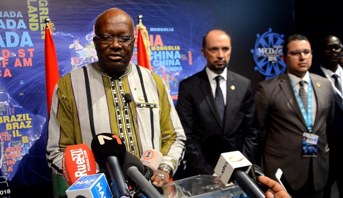 رئيس بوركينافاسو يثمن دعوة المٓلك لحوار مباشر مع الجزائر لبناء قارة أفريقية قوية ومُوحدة