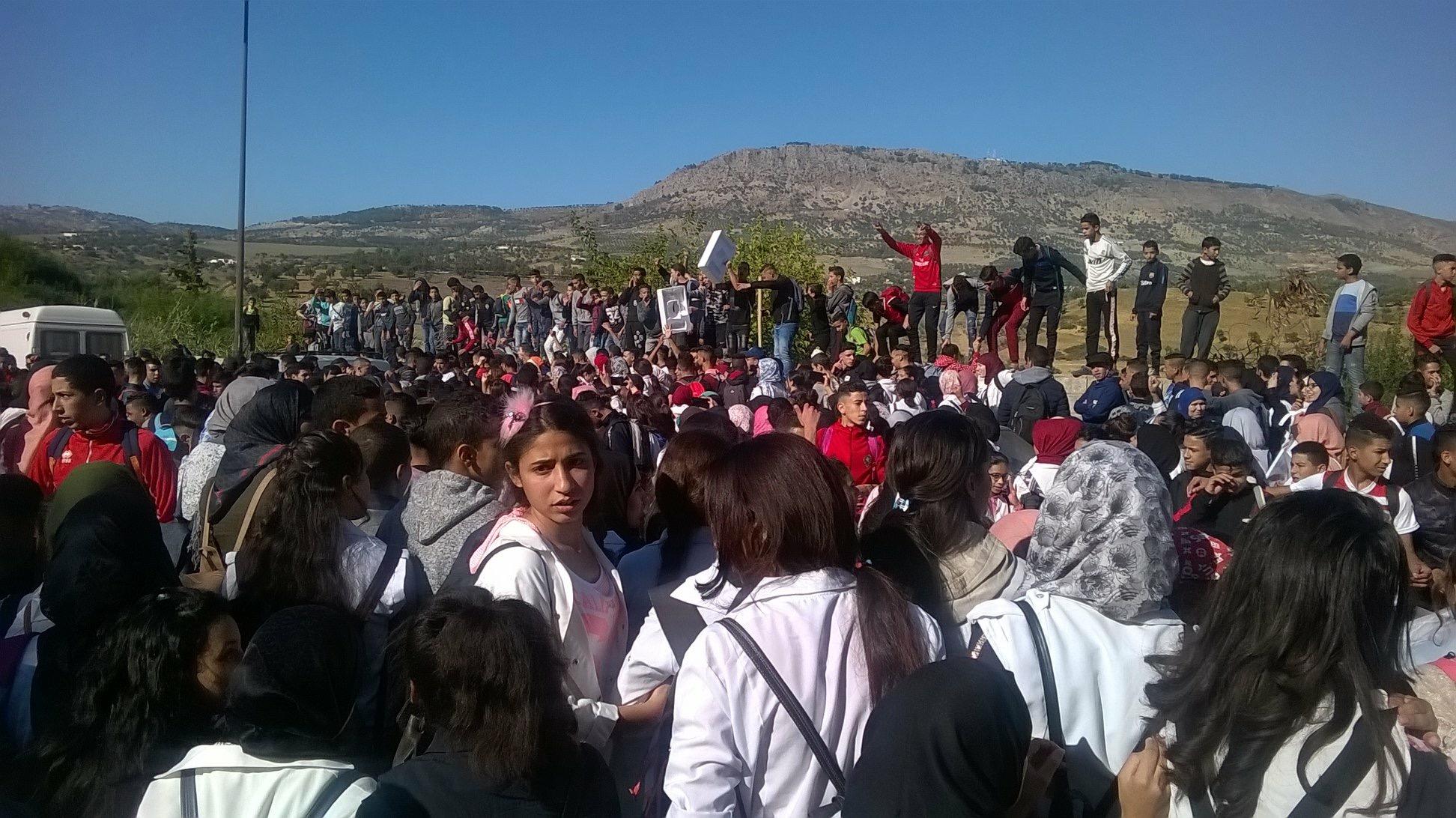إحتجاجات تلاميذية عارمة بفاس لإسقاط 'ساعة الحكومة' وشعارات ضد رئيس الحكومة
