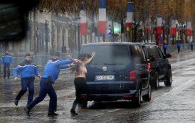 ناشطات 'فيمن' يقتحمن البروتوكول الفرنسي بباريس إحتجاجاً على حضور 'ترامب'