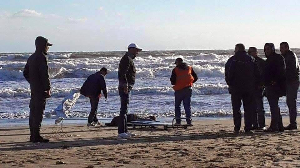 العثور على جثة أحد البحارة المفقودين بسواحل بوجدور !