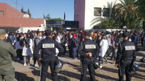 عاجل/ الداخلية تتدخل لمحاصرة غضب التلاميذ و تأمر عمال الأقاليم بالإجتماع مع النقابات التعليمية و الجمعيات !
