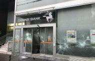 فيديو | 'السترات الصفراء' الفرنسية تحطم 'البنك الشعبي' المغربي بباريس !