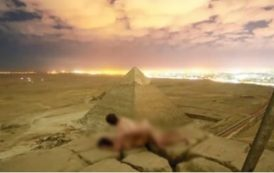 سائحين دانماركيين يثيران الجدل بممارسة الجنس فوق هرم 'خوفو' بمصر !