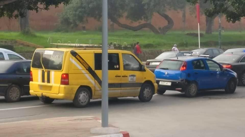 سيارة تابعة لموقع إباحي تتجول وسط الرباط !