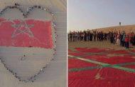 صور/ مغاربة يرسمون أكبر علم مغربي على رمال صحراء الإمارات !