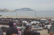 صور و فيديو/ سلطات سبتة تمنع آلاف المغاربة من دخول المدينة و تتركهم يعيشون الجحيم لأيام !