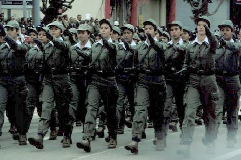 برلمانيون يطالبون بإعفاء المغربيات من التجنيد الإجباري !