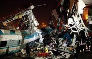 قتلى و جرحى في حادث اصطدام قطار 'تيجيفي' بجسر في تركيا !