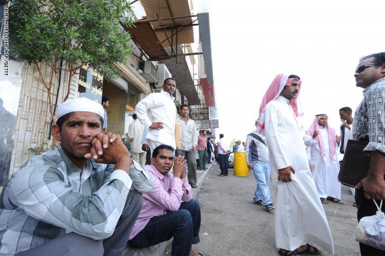 السعودية تمنع الأجانب من العمل في خمس مِهن فوق أراضيها