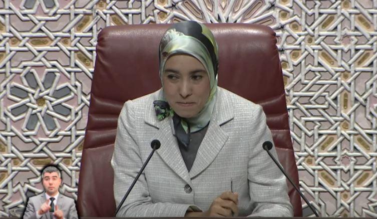 أمينة ماء العينين تعيد حجابها وتترأس جلسة البرلمان !