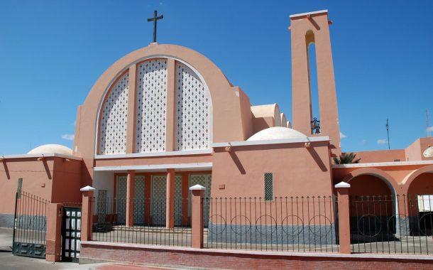 """شخص يصيح أمام كنيسة العيون : """"أنا عيسى بن مريم"""" !"""