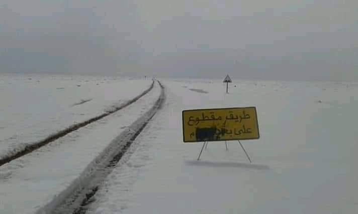 الثلوج تقطع طريقاً وطنية بين أزرو و ميدلت !