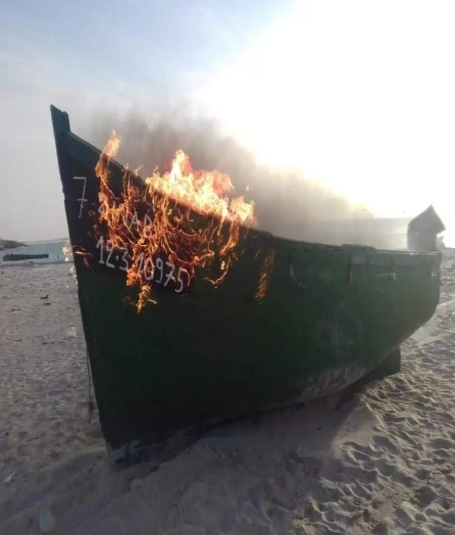 صور/ إتلاف قوارب صيد غير قانونية بالداخلة !