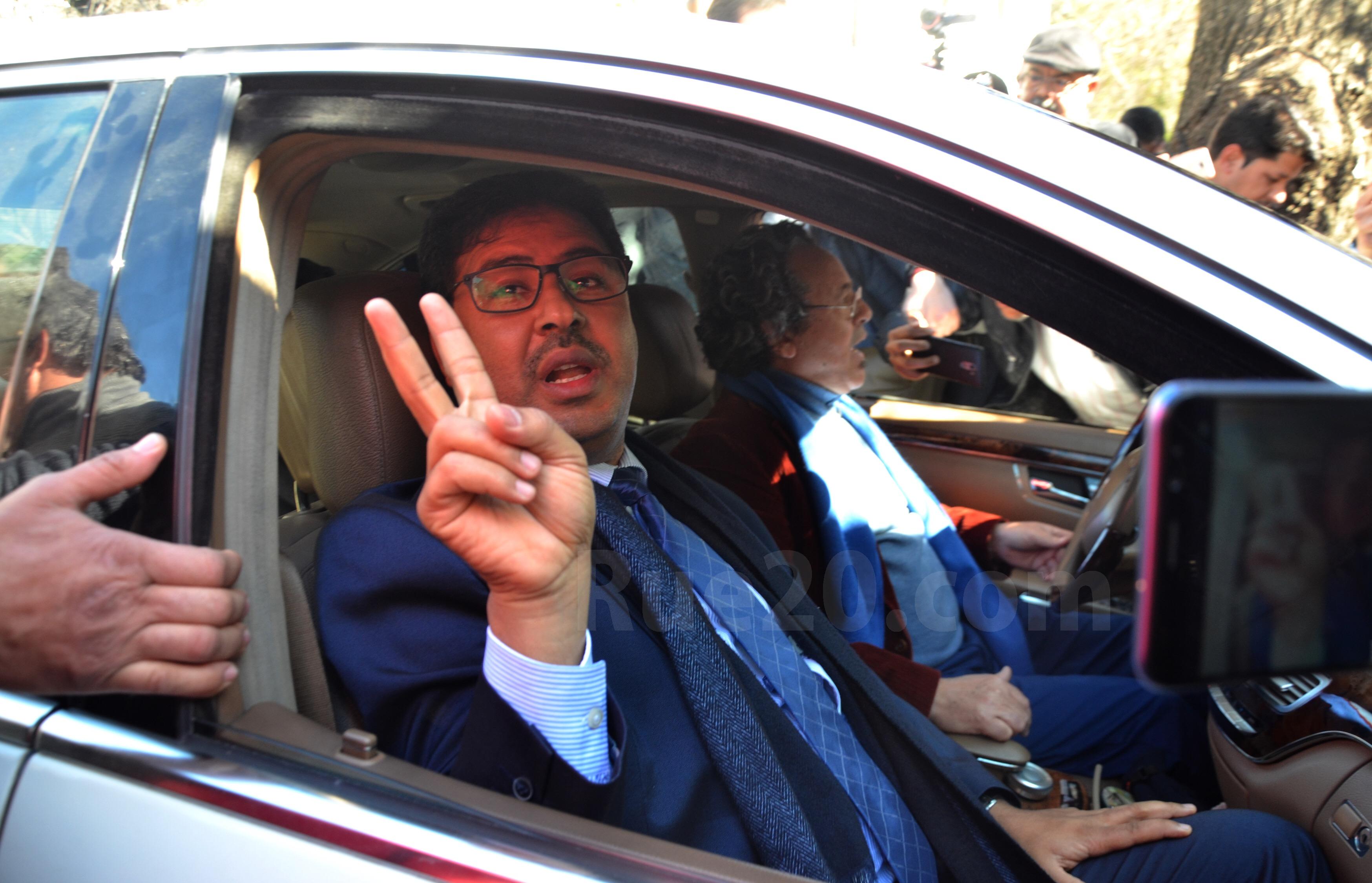 فيديو/حمي الدين يغادر المحكمة على وقع شعارات 'القتلة المجرمون'