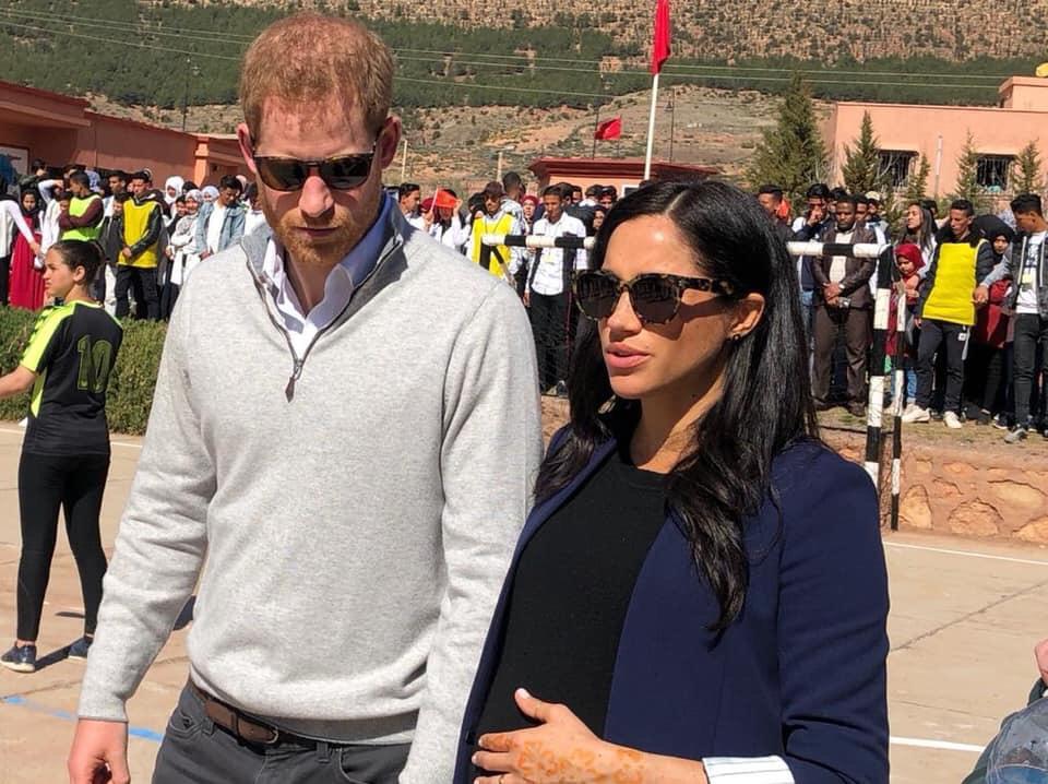 صحيفة بريطانية تكشف عن نكتة صادمة مازح بها الأمير هاري زوجته بالمغرب !