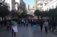 صور وفيديو/ الجزائريون ينتفضون ضد العسكر و يخرجون بالآلاف للمطالبة برحيل بوتفليقة !