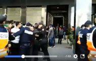 فيديو | لحظة إخراج جثة الشاب المختطف و المقتول داخل شقة بفاس !