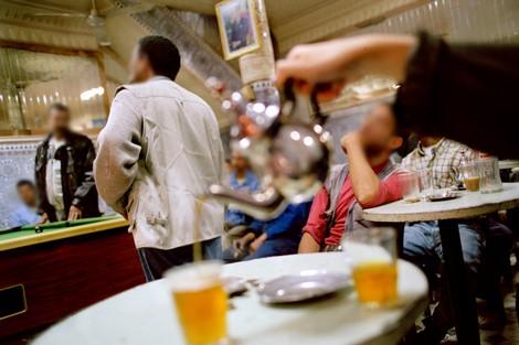 جماعة وجدة تخفض ضرائب المقاهي ومواطنون يطالبون بتحرير الملك العام !