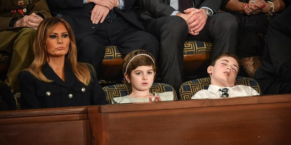 فيديو | طفل يغط في نوم عميق أثناء خطاب ترامب في الكونغرس !