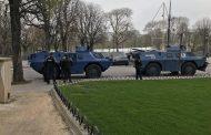 صور وفيديو/ماكرون يُخرج الدبابات والجيش لمواجهة متظاهري 'السترات الصفراء' بشوارع باريس