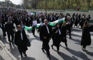 مسيرة لألاف المُحامين بالجزائر تطالب بمحاكمة نظام بوتفليقة