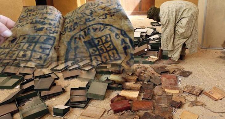 """المغرب يسترجع 20 قطعة أثرية من جامعة """"بوردو"""" ترجع لفترة ما قبل التاريخ !"""