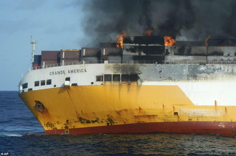 فيديو/إحتراق وغرق سفينة مُحمٓلة بـ2000 سيارة پورش فاخرة بالمحيط الأطلسي كانت متوجهة للبرازيل