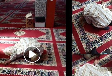 فيديو: مواطنون يقبلون رأس شيخ توفي وهو ساجد داخل مسجد بآسفي