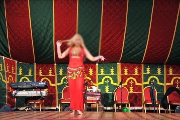 الإمارات تحاكم راقصةً مغربية بتهمة الإساءة للذات الإلهية !