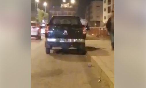 مواطن يلاحق مستشاراً جماعياً استغل سيارة الخدمة ليلاً بالمحمدية على المباشر !