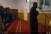 """فيديو   """"الشاب رزقي"""" يؤم المصلين ببرشلونة و يتلو القرآن بصوت مؤثر !"""