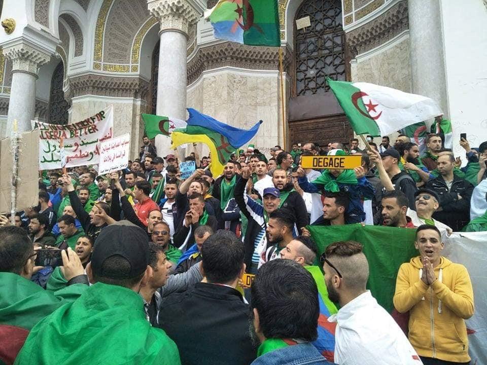الجزائريون ينتفضون على 'العصابة' الحاكمة في تاسع جُمعة بمسيرات ضخمة