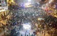 فيديو/حُشودٌ غفيرة من أساتذة التعاقد تجوب شوارع الرباط ليلاً