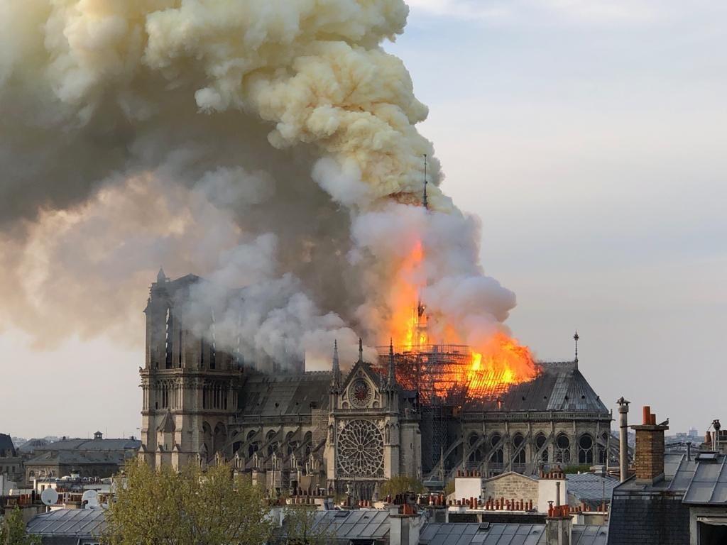 محمد السادس يبعث برقية تضامن للرئيس الفرنسي إثر حريق كاتدرائية 'نوتردام'