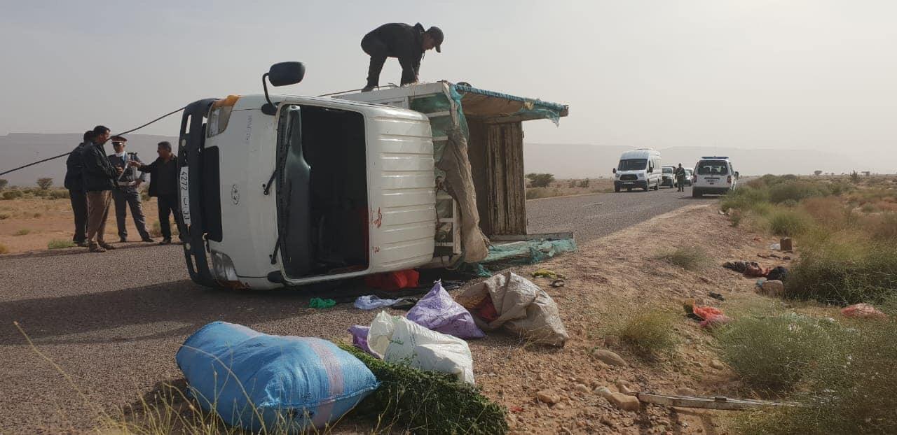 صور/ مصرع عاملين و إصابة العشرات في حادث انقلاب شاحنة نواحي زاكورة !