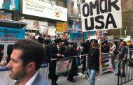 يهود ومسيحيون في مسيرة مؤيدة بنيويورك للنائبة المُسلمة بالكونغرس الأمريكي بعد إتهامها بمُعاداة السامية