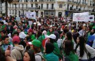 ألاف الطلبة الجزائريين يحاصرون البرلمان لطرد رئيسه أحد أزلام بوتفليقة