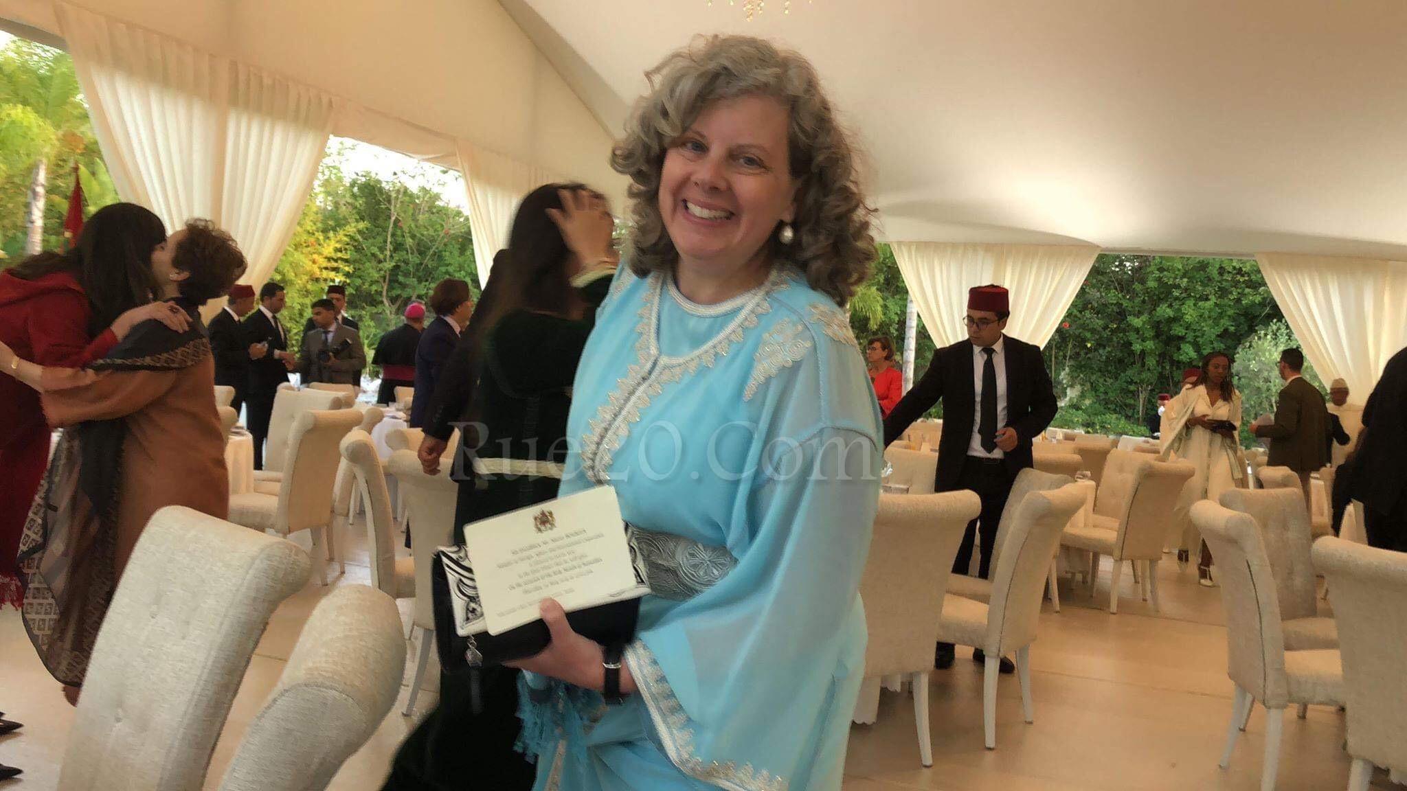 سفيرة الولايات المتحدة بالرباط تلفتُ الأنظار بإرتدائها القفطان المغربي في رمضان