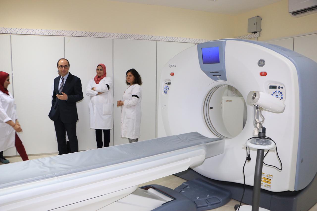 صور. وزير الصحة يشرف على تجهيز مستشفى سيدي قاسم بعدة تجهيزات حديثة وعالية الدقة
