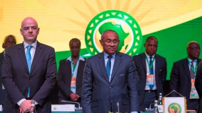 """إنفانتينو """"يعزل"""" أحمد أحمد و يكلف لجنة من الفيفا لإدارة أزمة الكاف !"""